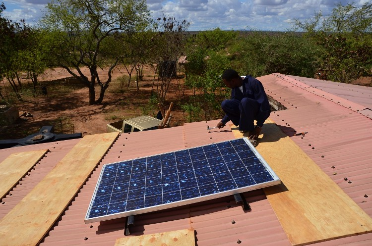 La fotovoltaica ilumina Kenia y Sierra Leona